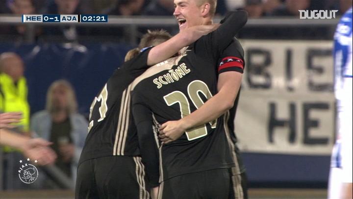 Lasse Schöne's unbelievable effort vs SC Heerenveen