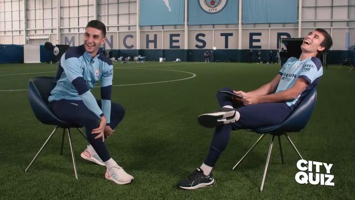 Ferrán Torres y Eric García muestran su lado más divertido en un 'quiz' con el City