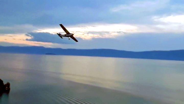 Småfly krasjlandet: – Piloten var bare et barn!