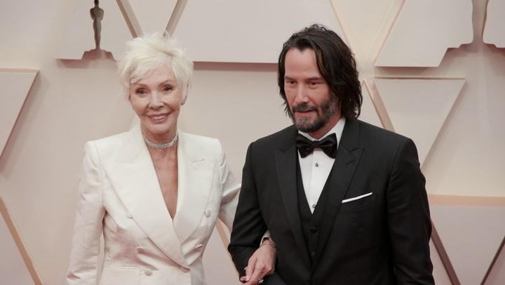 Keanu Reeves acude a la gala de los Oscar con una mujer muy importante para él