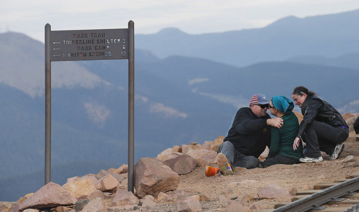 First moments of double amputee reaching Pikes Peak summit
