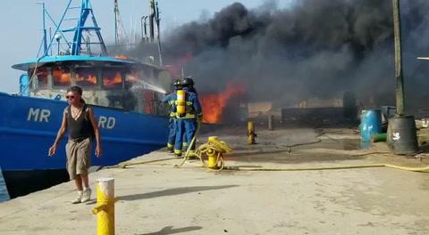 Dos heridos dejó incendio de una embarcación en Roatán