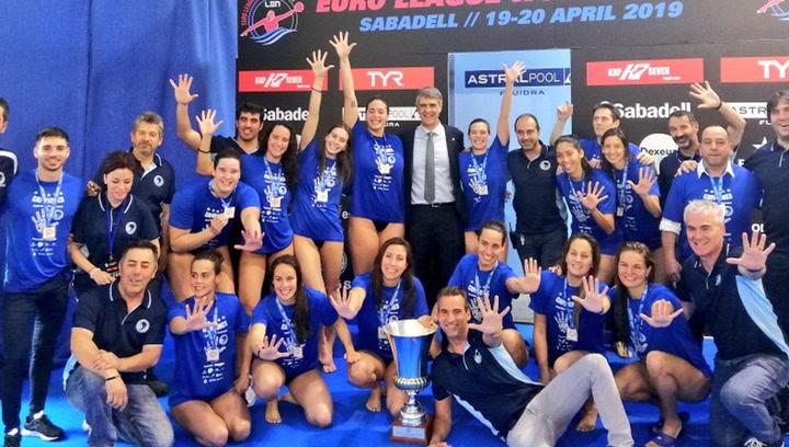 Las jugadoras del CN Sabadell celebran su quinta Euroliga
