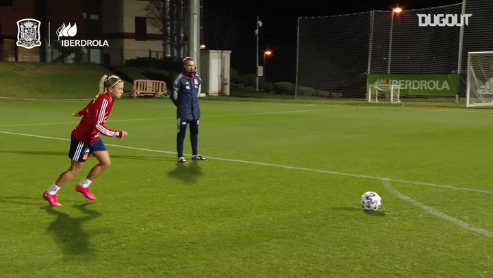 Great free-kicks in Spain Women's training
