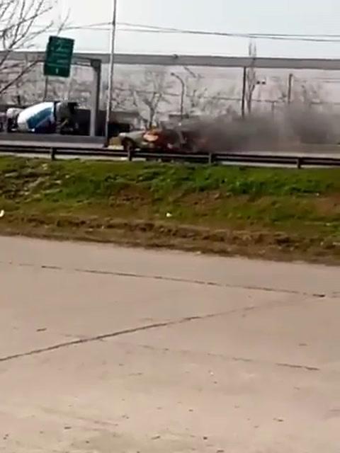 Tensión en la zona noroeste al incendiarse un auto