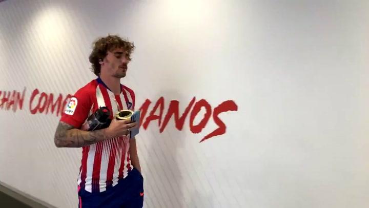 Griezmann llegó al Metropolitano con la camiseta de Godín puesta