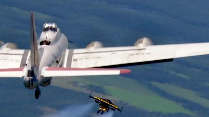 Se, så nærme han flyr bombeflyet!