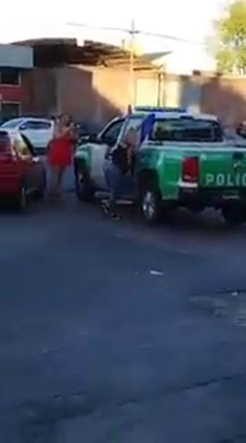 Dos policías se hicieron los galanes y terminaron desafectados