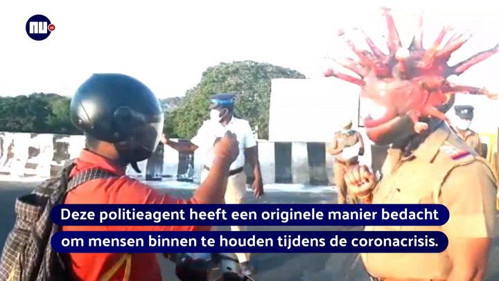 Politieagent met coronamasker
