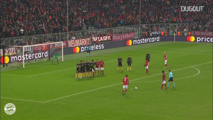 Golaço de falta de Lewandowski contra o Atlético de Madrid