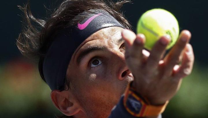 Rafa Nadal ya entrena sobre tierra batida tras la lesión en Indian Wells