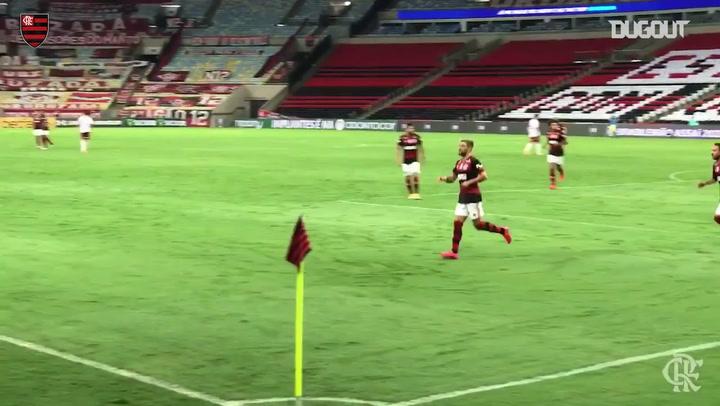 Arrascaeta scores Flamengo's goal in the defeat to Fluminense in the Brasileirão Série A