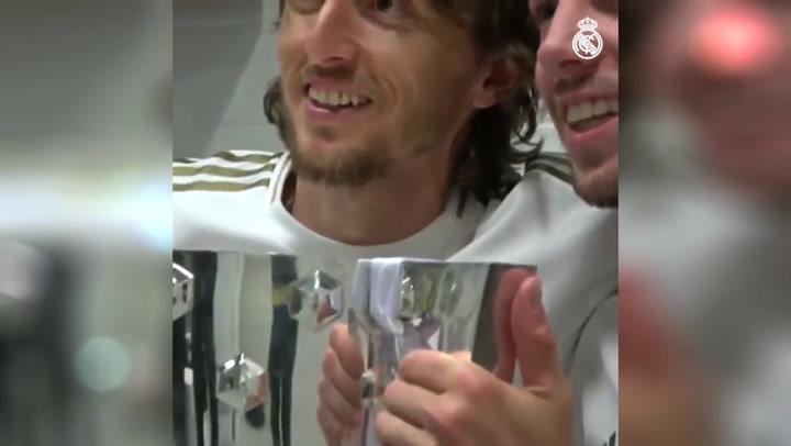 Hazard, protagonista en la celebración íntima en el vestuario del Real Madrid