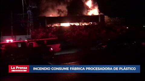 Incendio consume fábrica procesadora de plástico en San Pedro Sula