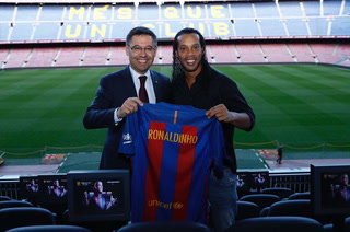 Lamentable motivo: El Barcelona rompería su relación con Ronaldinho