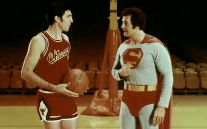Jerry Sloan departió con Superman en un curioso anuncio para reclutar soldados para la Fuerza Aérea de USA