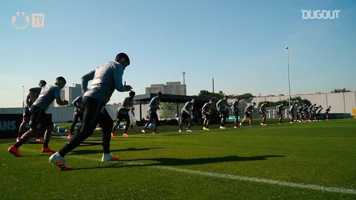 Corinthians faz treino coletivo sob o comando de Tiago Nunes