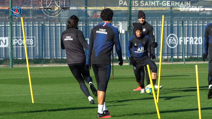 Focus on Edinson Cavani in training before Lyon clash