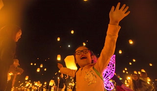 Lanterns released into Nevada desert as part of RiSE Festival – VIDEO