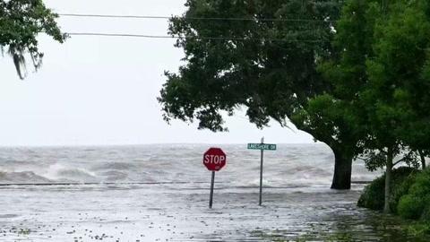 La tormenta Barry pierde fuerza pero persiste la alerta de marejada ciclónica
