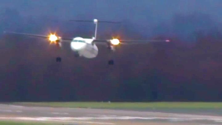 Piloten kjemper mot stormen – hylles for landingen