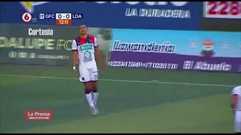 Roger Rojas marca gol con Alajuelense ante Guadalupe FC