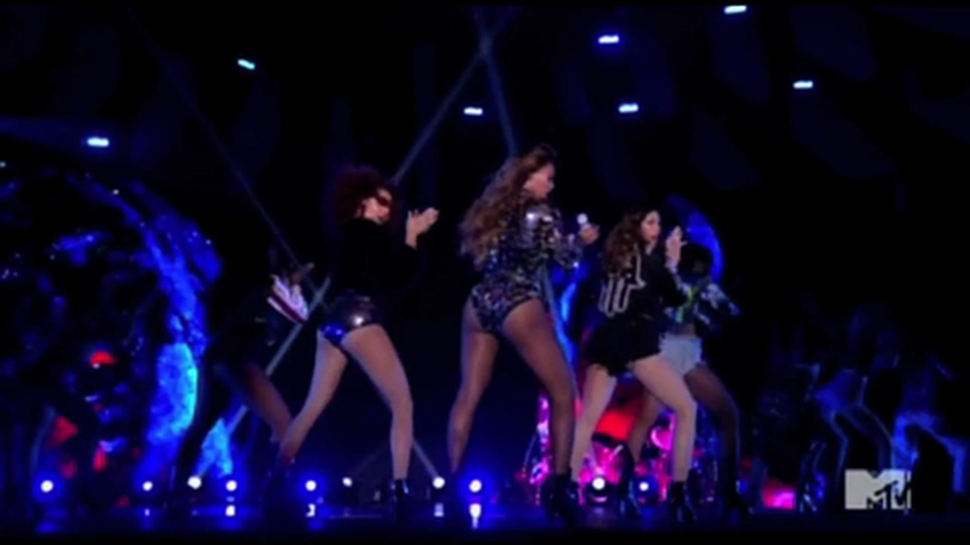MTV VMAs 2014: Beyonce's Video Vanguard Award Performance Includes Home  Videos of Blue and Jay Z