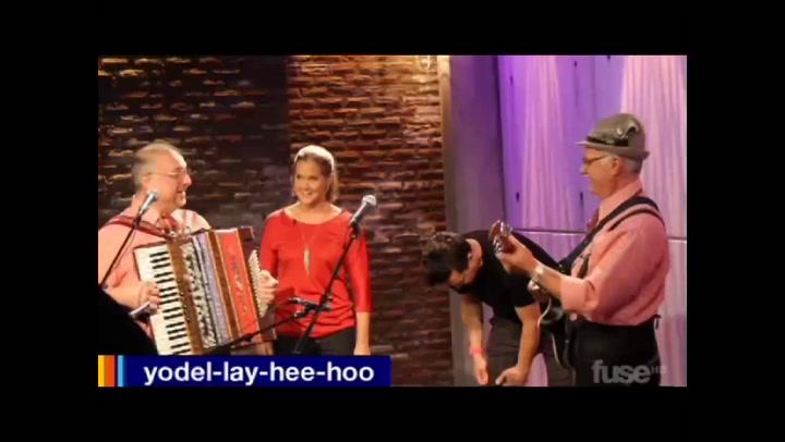 Behind The Scenes: Hoppus - Yodel-lay-hee-hoo