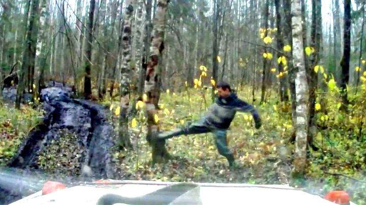 Russeren prøvde å velte treet - var ikke oppmerksom nok