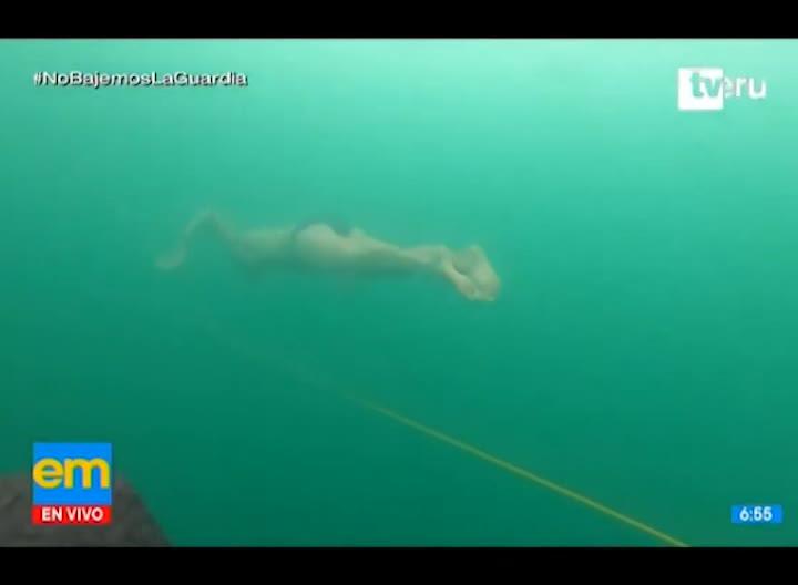 Buzo checo rompe récord mundial nadando 81 metros bajo hielo