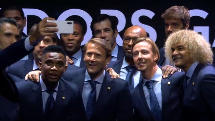 Los nuevos embajadores de LaLiga se hacen un selfie al finalizar la gala