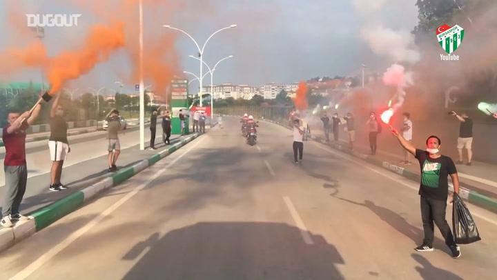 Bursaspor Taraftarının Meşaleli Galibiyet Sevinci