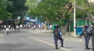 Batalla campal entre estudiantes del Central y Policía Nacional