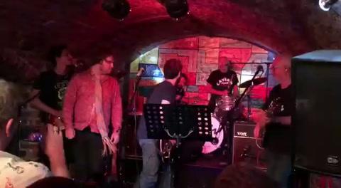 Seba Gómez tocó en el histórico Cavern Club de Liverpool