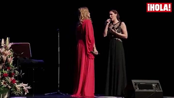 Rosa Benito debuta en los escenarios de la mano de su hija