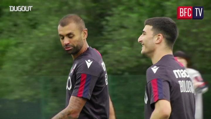 Riccardo Orsolini scores amazing goal in Bologna training