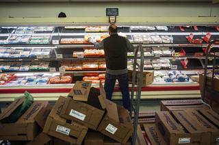 Albertsons, Walmart, Amazon increase pay amid coronavirus impact – VIDEO