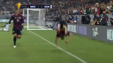 Orbelín Pineda marca de cabeza el 3-0 para México