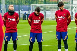 Con Lionel Messi a la cabeza, el Barcelona guarda un minuto de silencio por Maradona