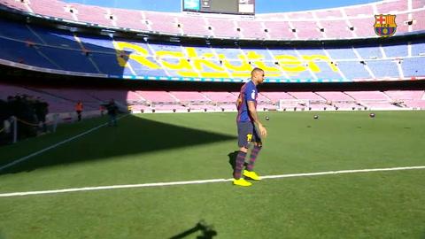 Barcelona presenta a Kevin-Prince Boateng