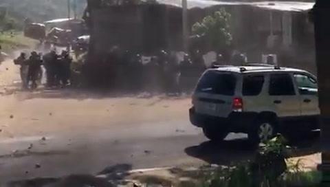 Manifestantes se enfrentan a policías en Danlí