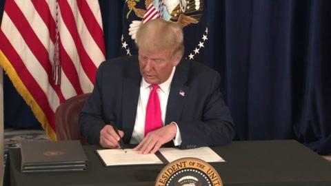 Trump anuncia un nuevo plan de ayuda para la economía de EEUU por decreto
