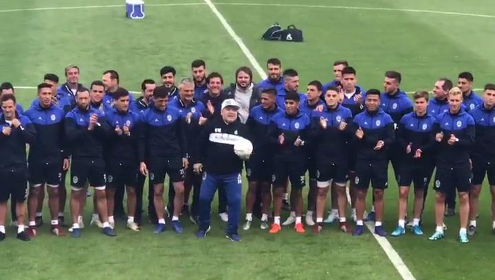 Emotiva presentación de Maradona con Gimnasia y Esgrima