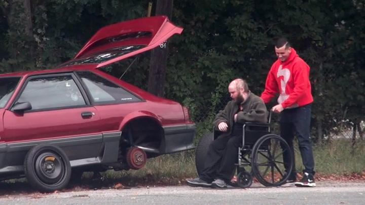Ba om hjelp langs veien – kun én stoppet