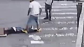 Slår ned mann på gaten, men kommer tilbake for å gjøre noe merkelig