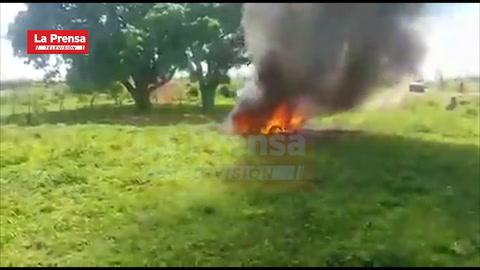 Arde en llamas vehículo con persona dentro en Olancho