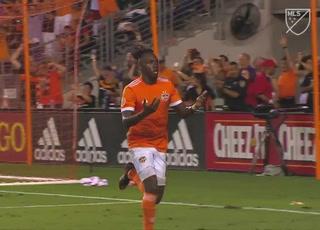 MLS reconoce actuación de Albert Elis en el Houston Dynamo