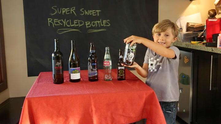 En 6-åring presenterer: Slik lager du kule glass av tomflasker