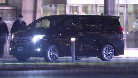 Carlos Ghosn salió de prisión pero no podrá ver a su esposa