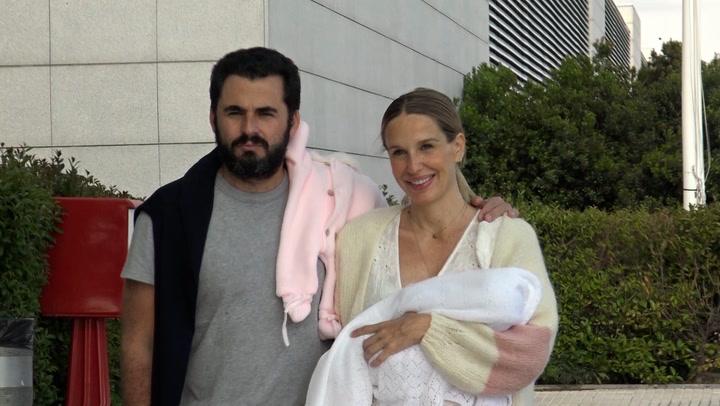 Carola Baleztena y Emiliano Suárez ya están en casa con su hija Juana